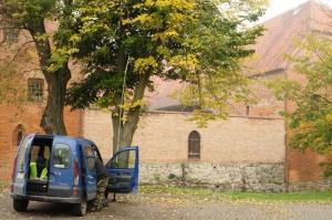 Na parkingu (za zamkiem) w Ostródzie